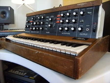 The Minimoog Drake used for Lobot's voice