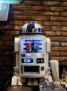 Cho Woong - Star Wars collection: R2-D2 soda machine