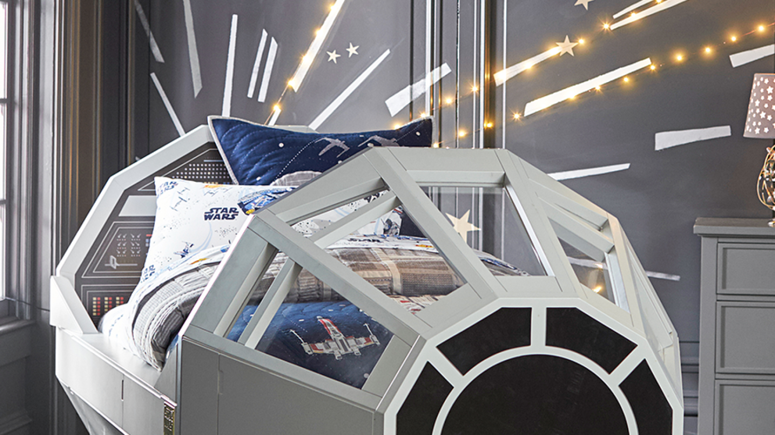 millennium falcon bed lightspeed mural by pottery barn. Black Bedroom Furniture Sets. Home Design Ideas