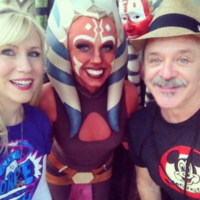 Looks like Ahsoka is on Team Hondo! Funny photo bomb by Shaak ti...
