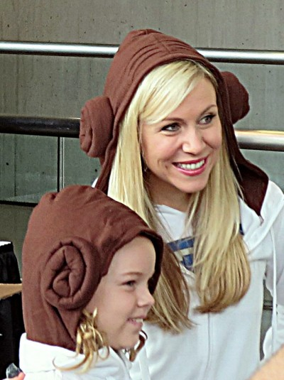 Ashley Eckstein and a fan at NYCC