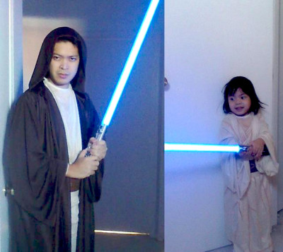 Ricardo Mendoza and his son, dressed as Jedi and Padawan