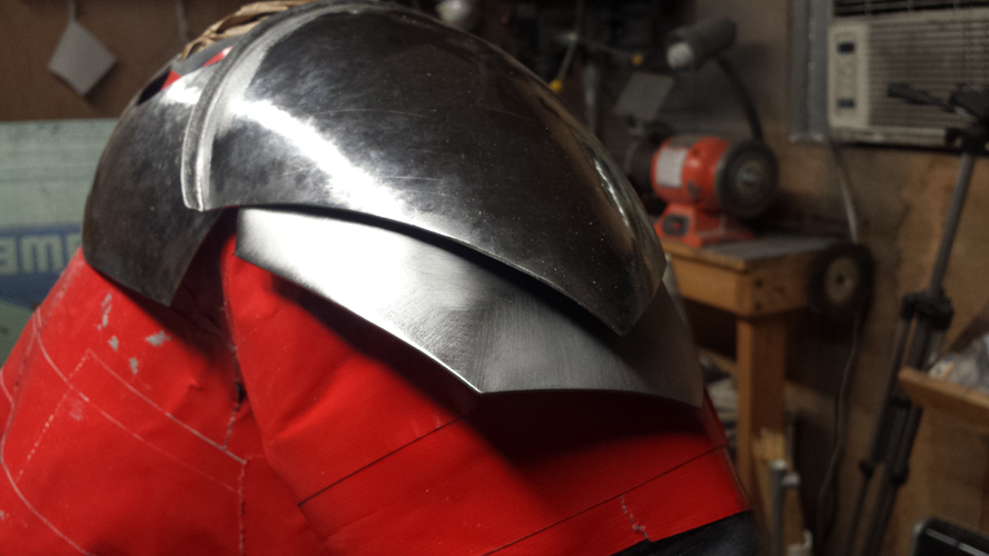 Each piece should flow together.  Here you can see how the pauldron plate flows gracefully over the shoulder bell.