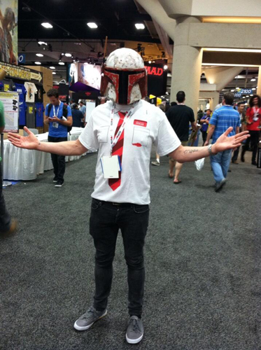 """Simon Pegg goes """"incognito"""" in his Mandalorian helmet for SDCC 2013."""