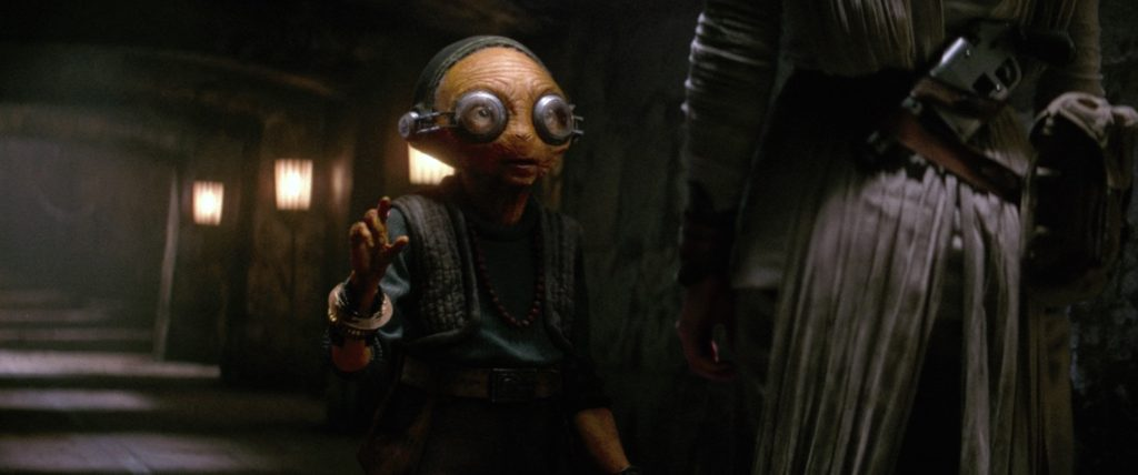 The Force Awakens - Maz speaking with Rey after her vision