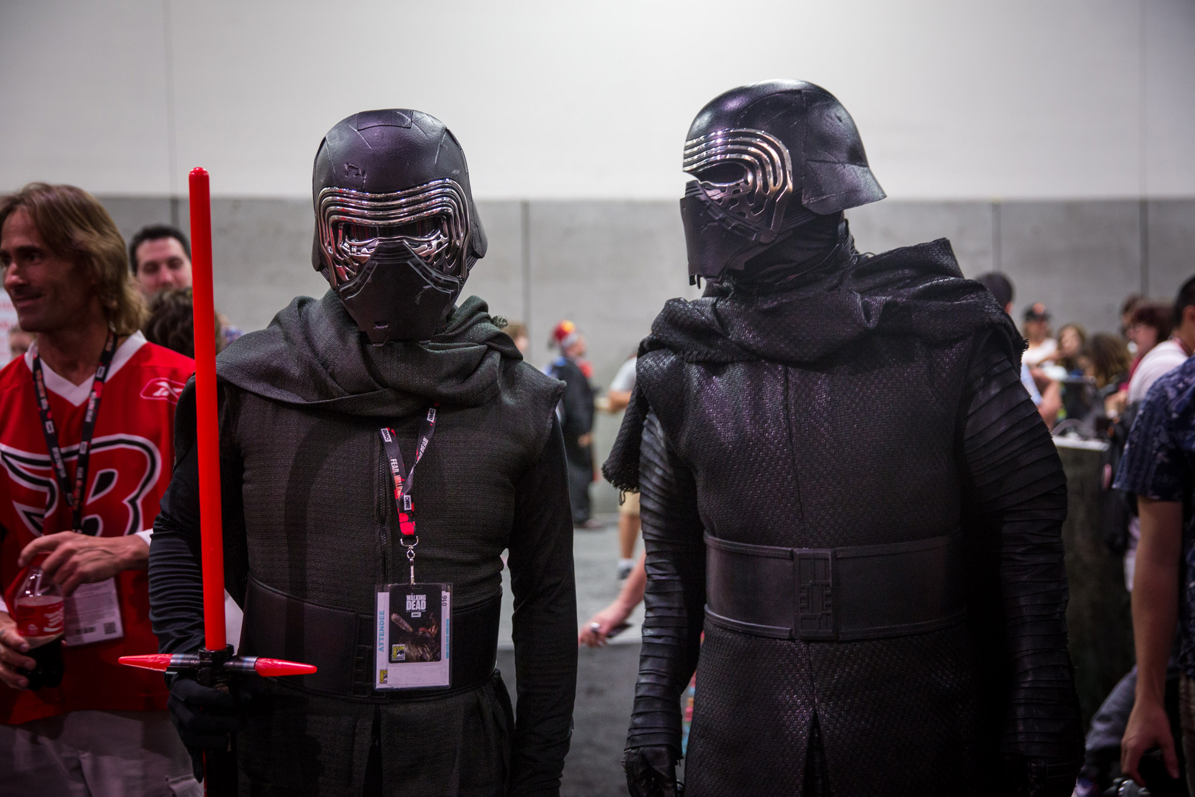 undercover mythbuster adam savage goes incognito as kylo ren at