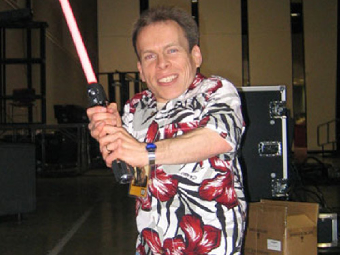 Warwick Davis with lightsaber