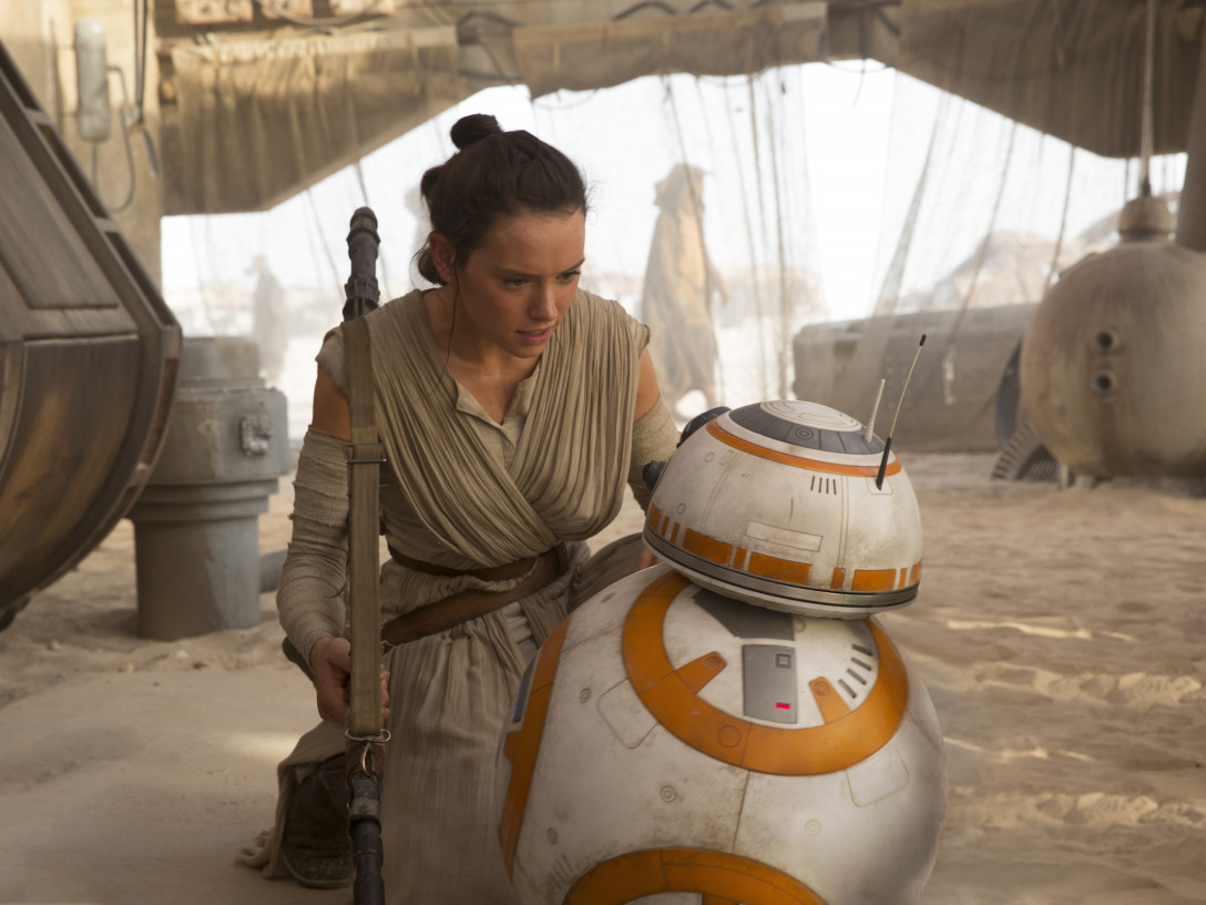 Rey and BB-8 at Niima Outpost