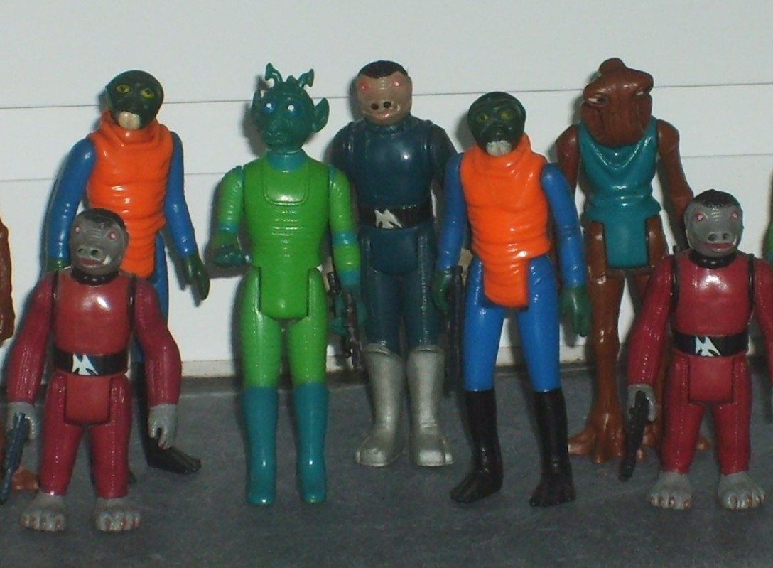 Various Kenner action figures depicting aliens in Star Wars