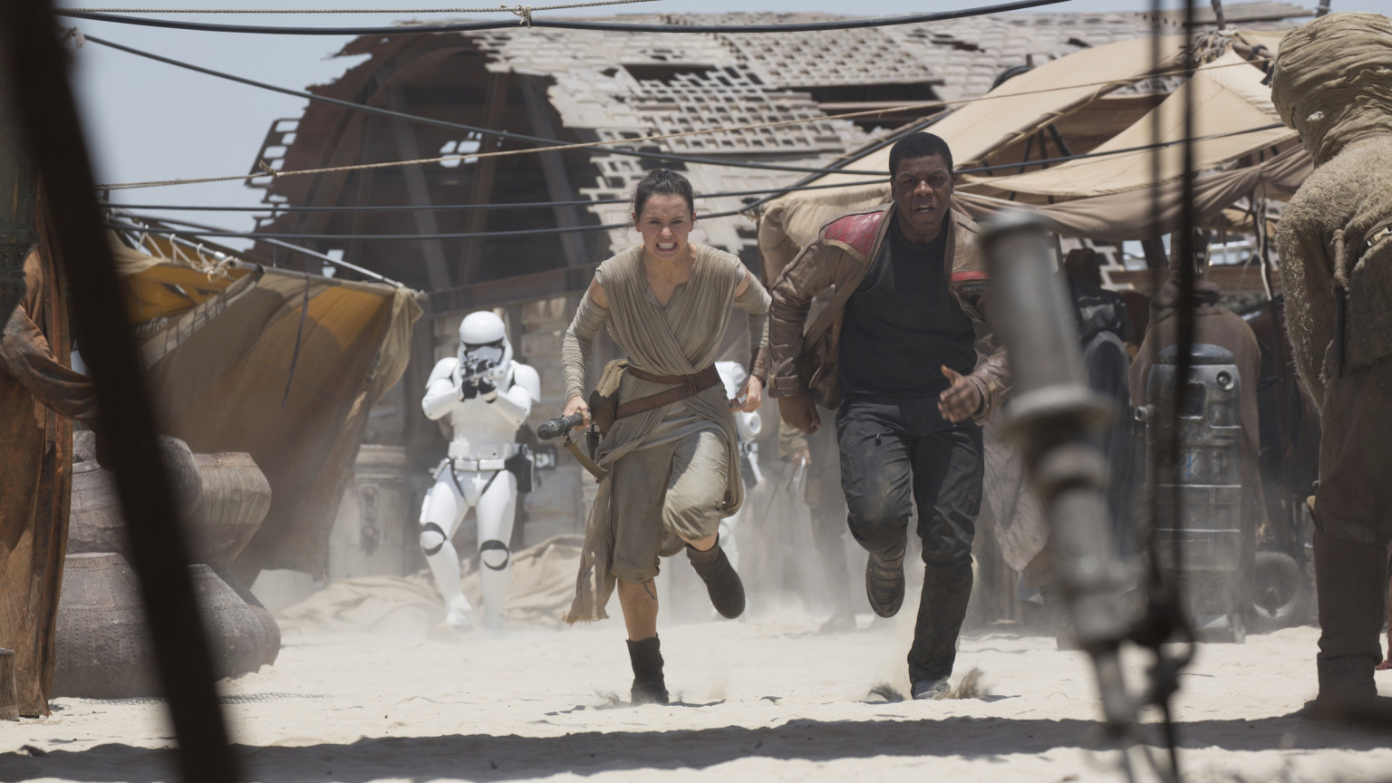 The Force Awakens - Rey and Finn running on Jakku