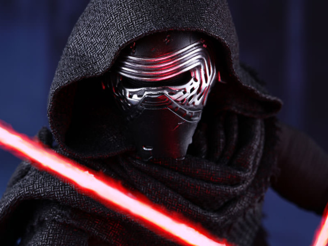 Close-up picture of Kylo Ren action figure from Hot Toys