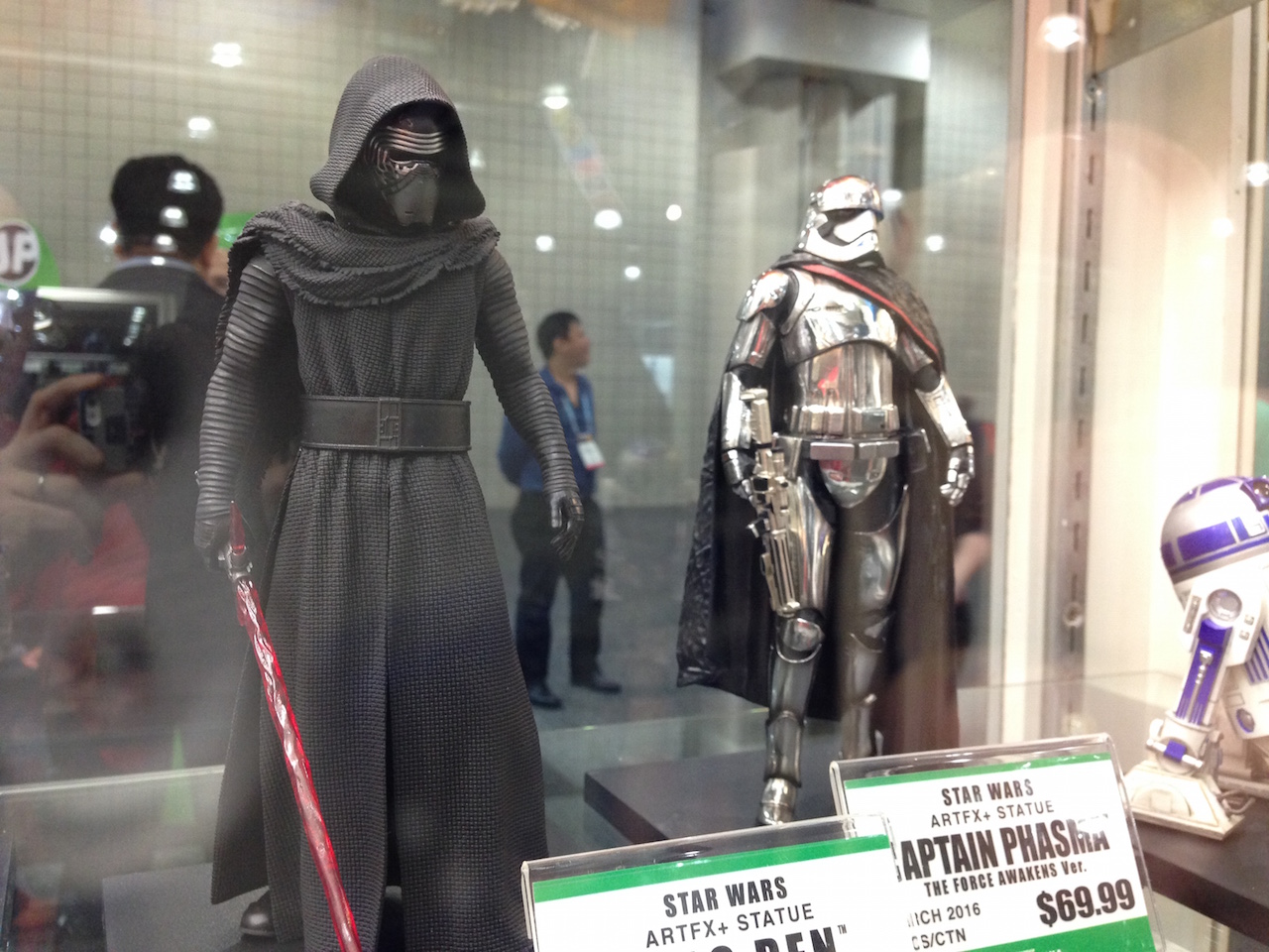 Kylo Ren and Captain Phasma Figures