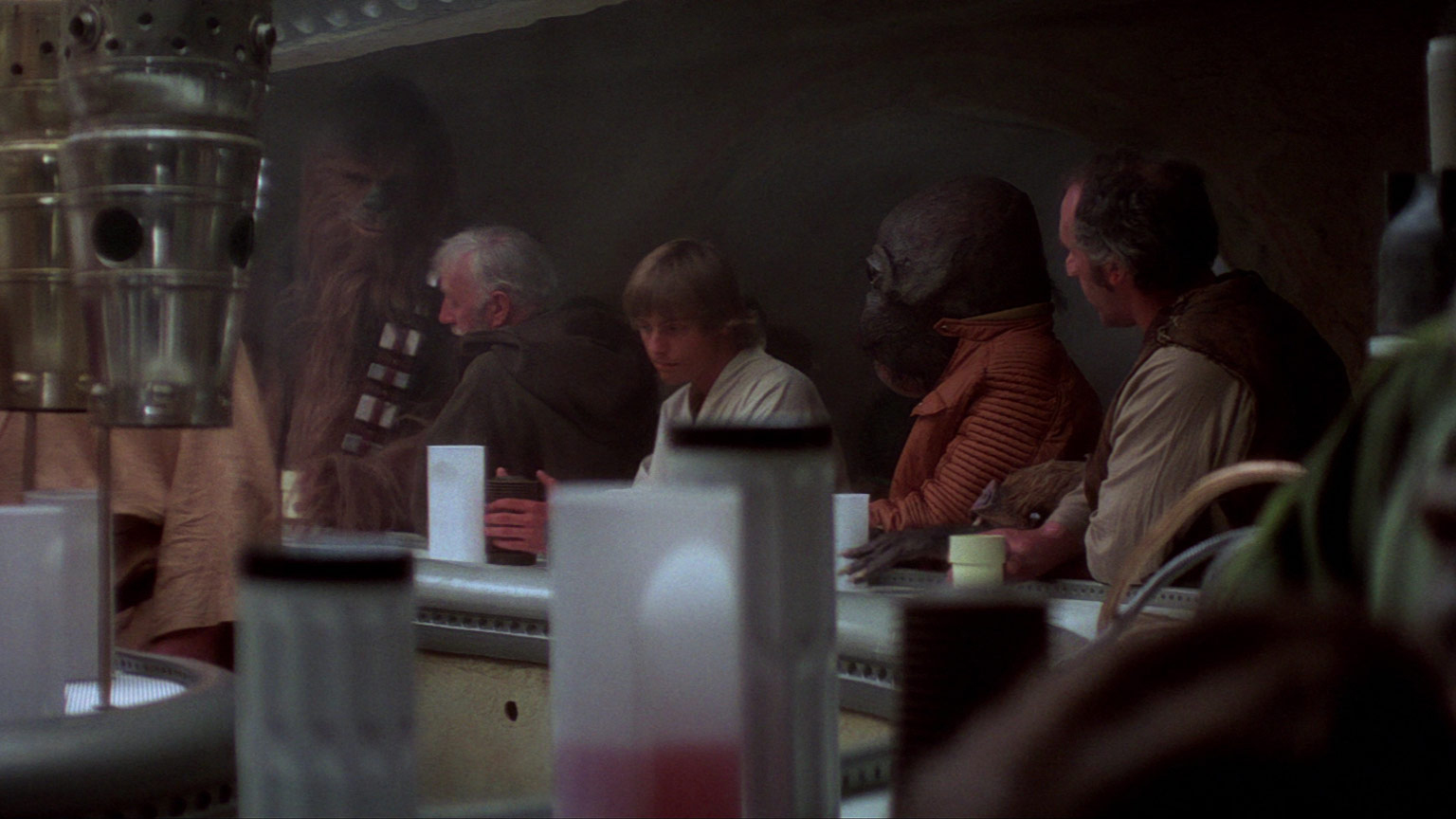 Luke and Obi-Wan in the cantina.