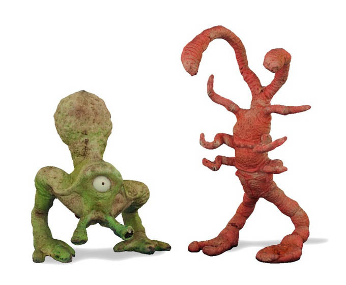 Two new creatures, Bulb and Scrimp, are seen up close. The pair are part of the holochess set seen in Solo: A Star Wars Story.