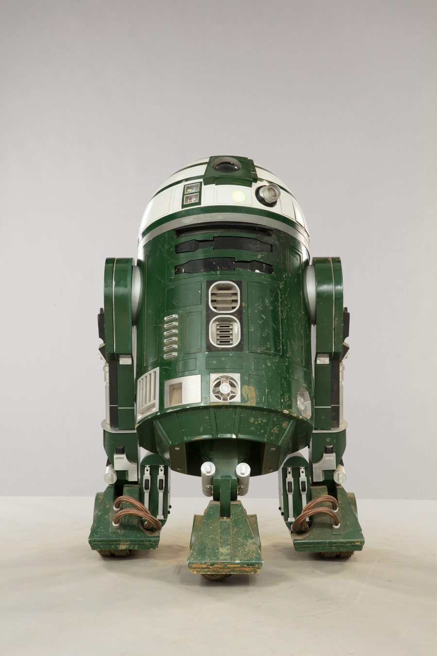 An astromech droid from Solo: A Star Wars Story.