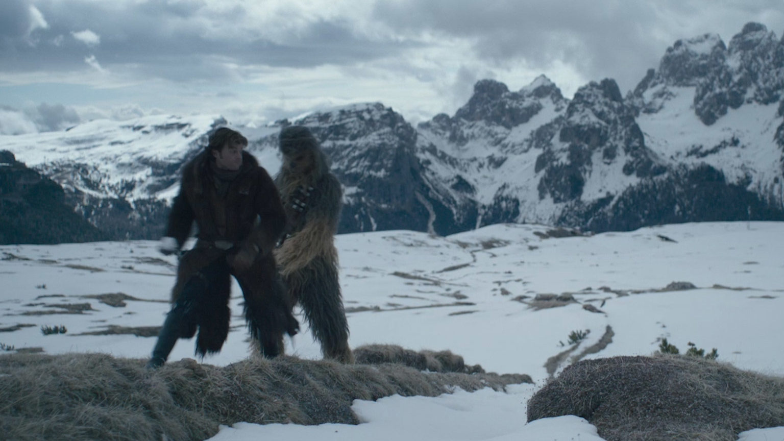 Chewbacca and Han Solo have a snowball fight on Vandor in a deleted scene from Solo: A Star Wars Story.