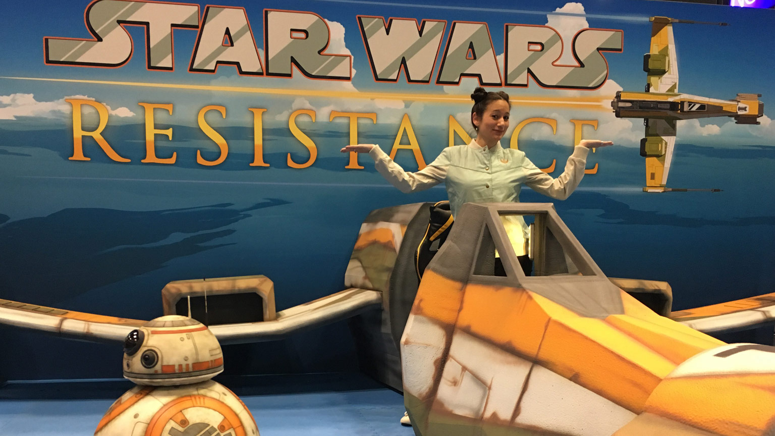 StarWars.com writer Bria LaVorgna in the Fireball cockpit at NYCC with BB-8.