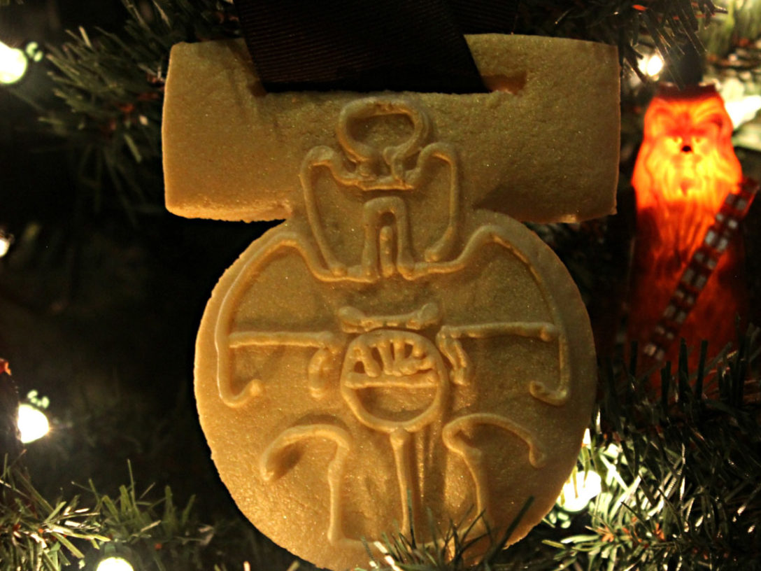 Medal of Yavin cookie.