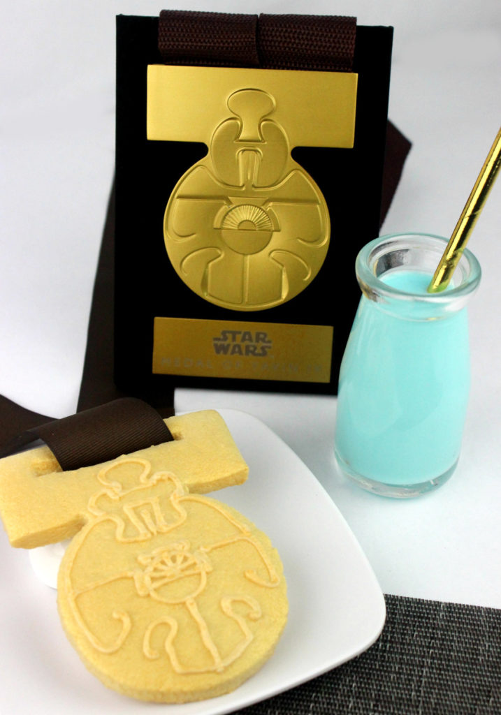 Medal of Yavin cookie with blue milk.