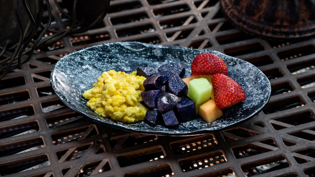 Guests ages 3 through 9 can enjoy the Bright Suns Youngling Breakfast which is scrambled egg, purple potatoes and fresh fruit. All meals include choice of small low-fat milk or small Dasani® Water and can be found at Docking Bay 7 Food and Cargo. (David Nguyen/Disney Parks).