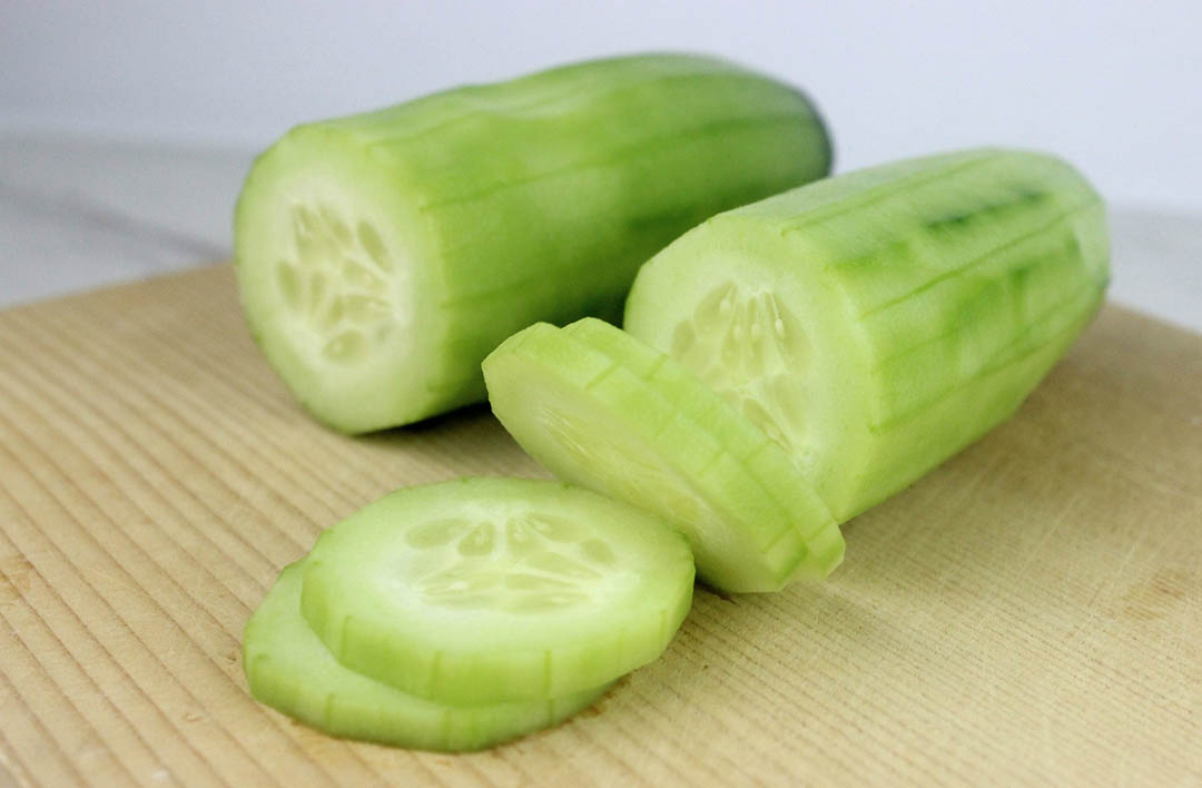 Steps to make Yoda Cucumber Bites.