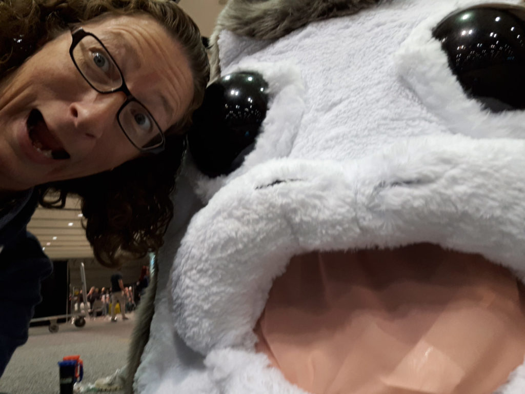 Tracy Kelly posing alongside a fan cosplaying as a Porg