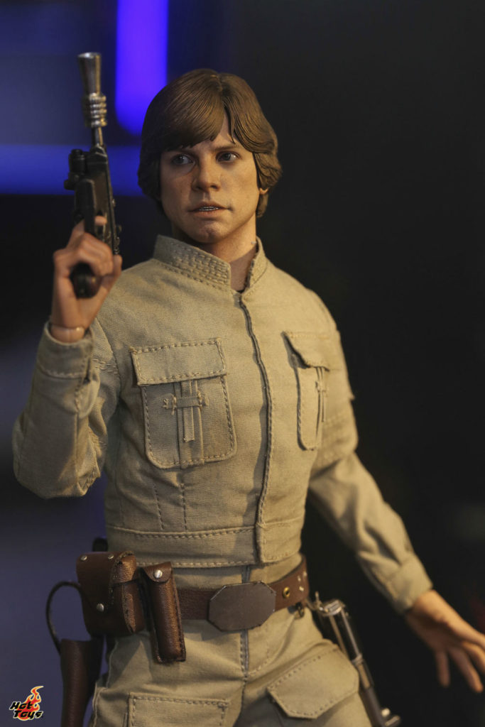 Hot Toys' Luke in Bespin gear figure