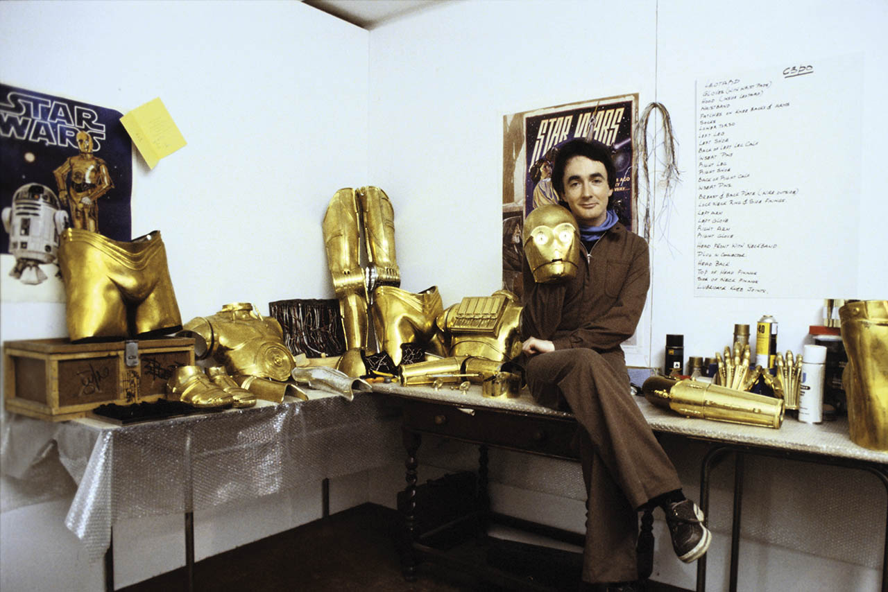 Anthony Daniels behind the scenes with the C-3PO costume