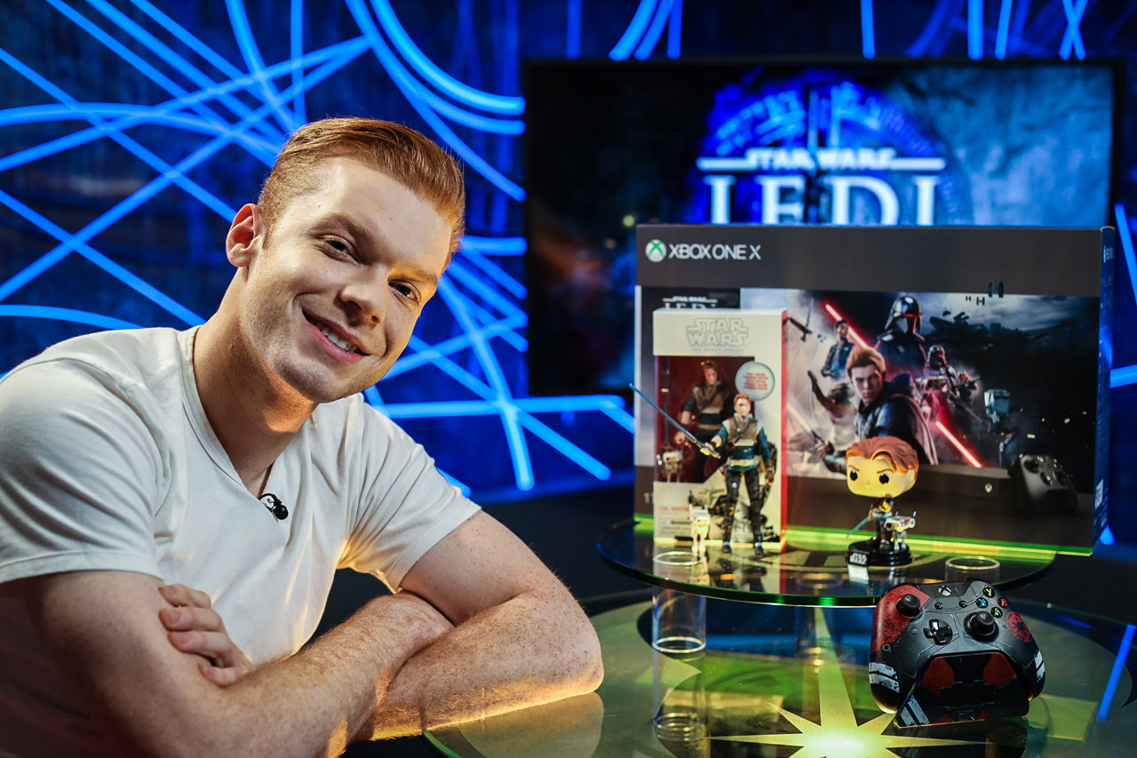 Cameron Monaghan with Cal Kestis toys