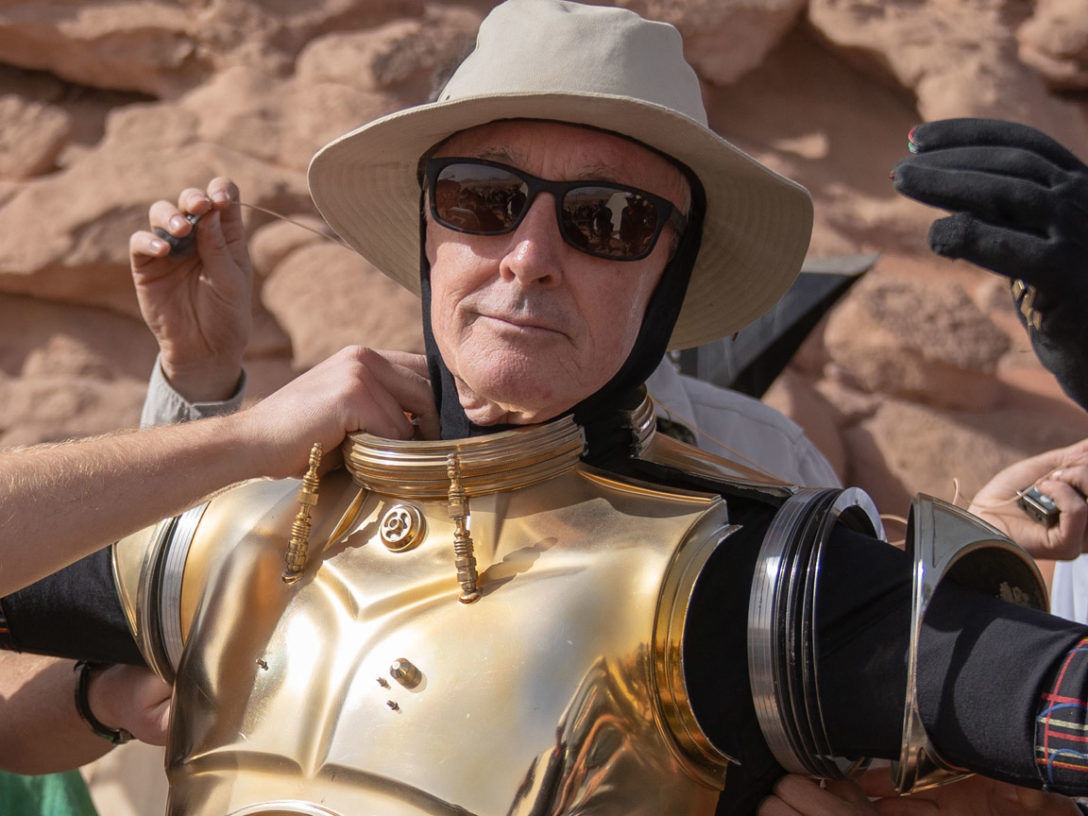 Anthony Daniels getting into costume.