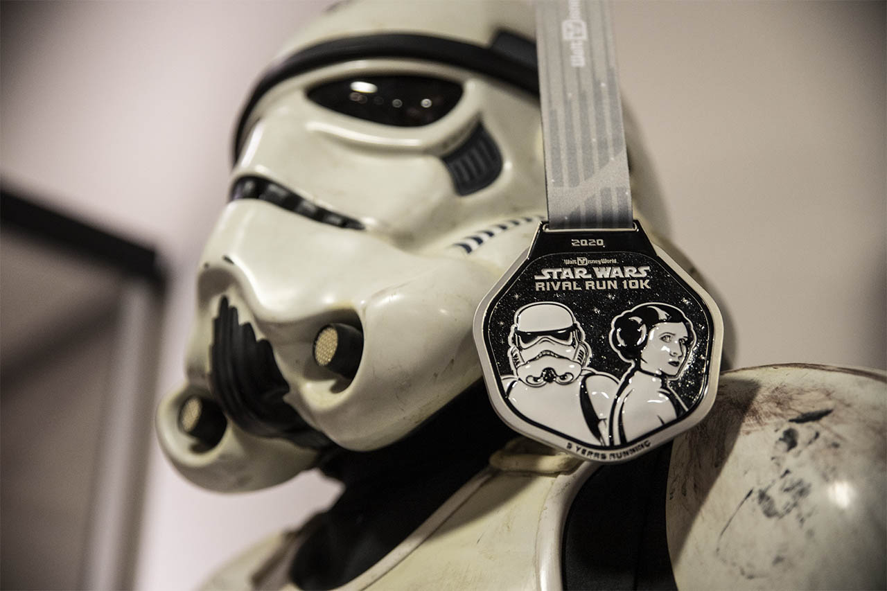 runDisney Star Wars Rival Run Weekend - Princess Leia and stormtrooper 10K medal