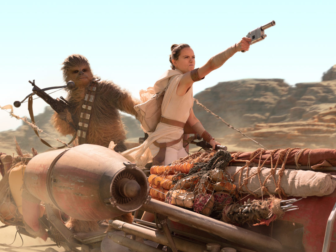 Rey and Chewie chased on Pasaana