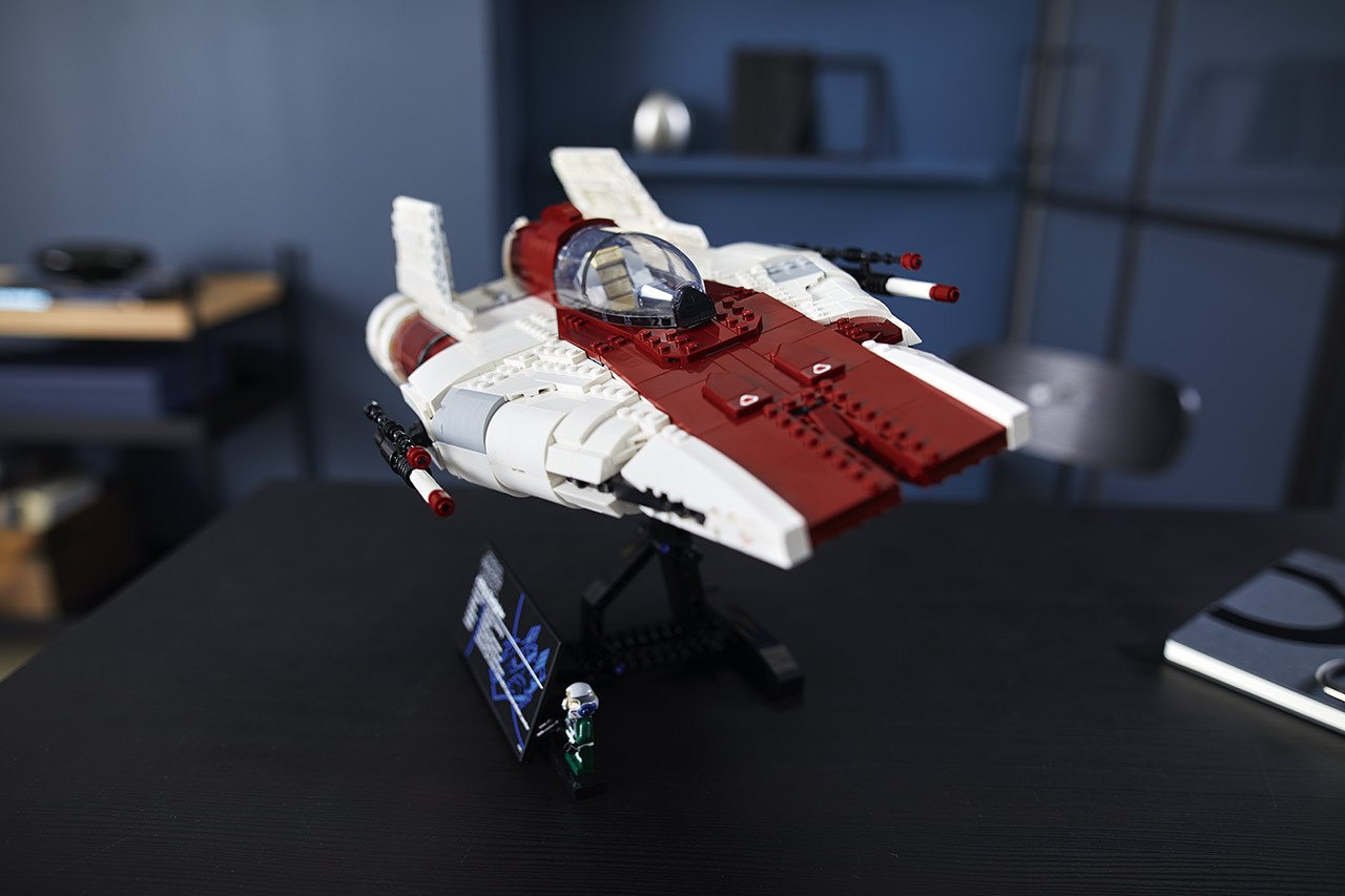 LEGO Star Wars A-wing Starfighter front view