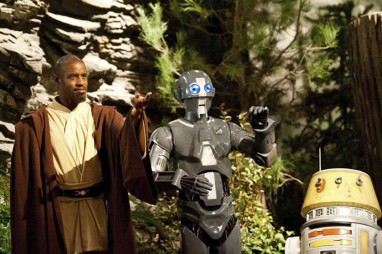 Jedi Temple Challenge host Ahmed Best with his droid companions AD-3 (Mary Holland) and LX-R5.