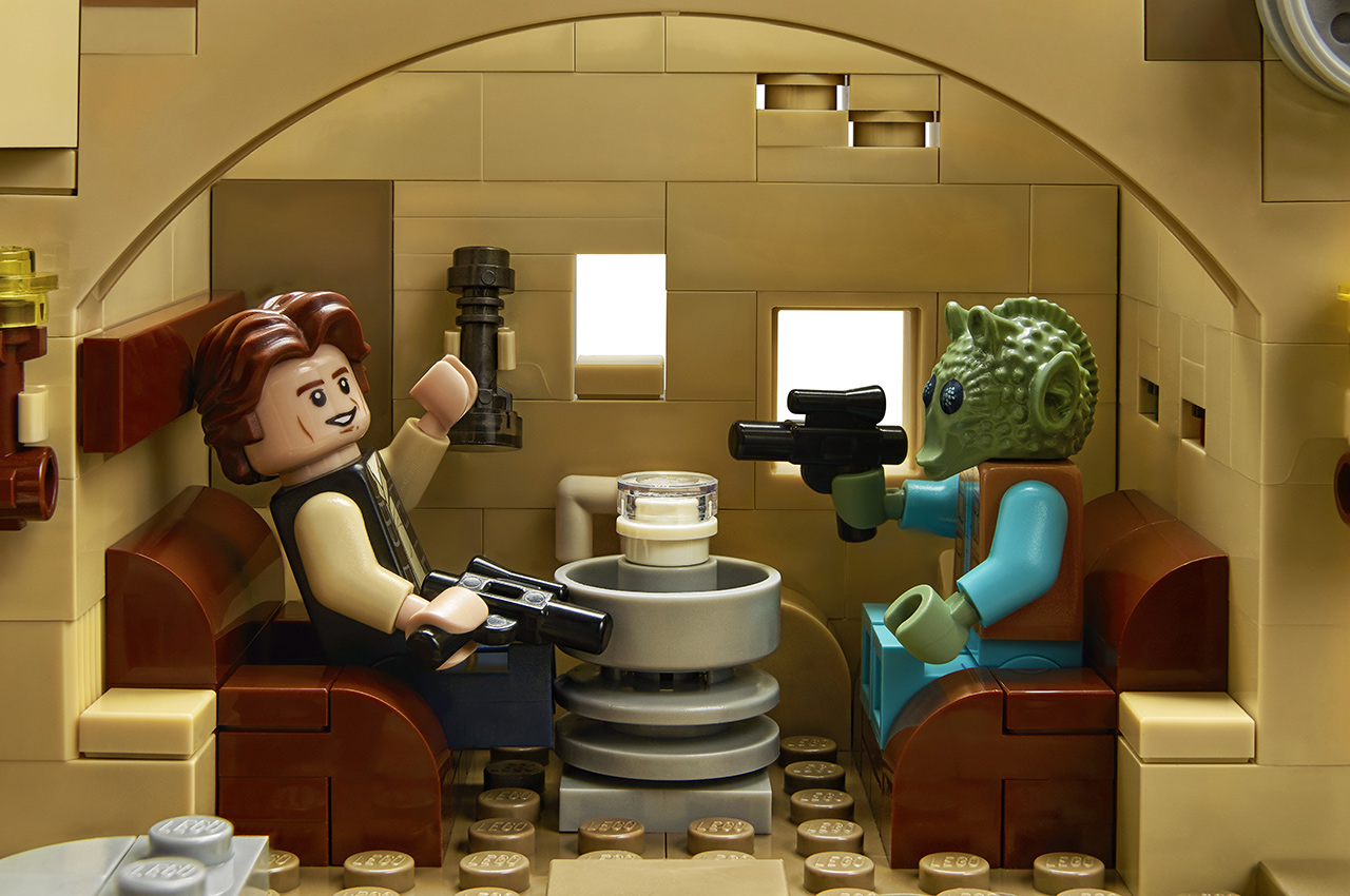 Han Solo and Greedo in LEGO Star Wars Mos Eisley Cantina