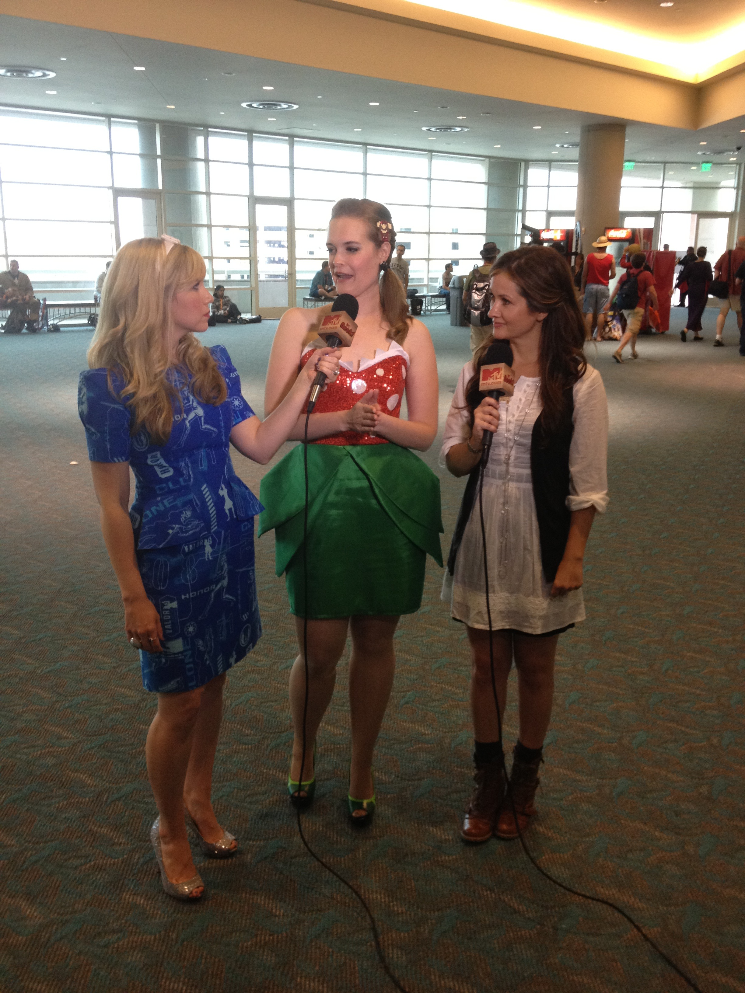 Clone Wars Co-Hosts! Me and Catherine Taber interview 2nd place winner Lindz in her Mario Brothers dress!