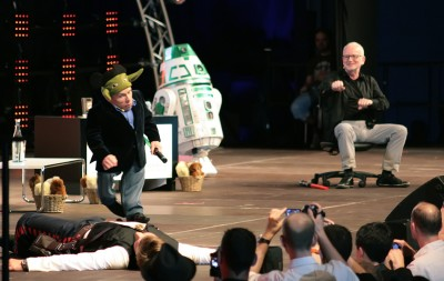 Warwick Davis and Ian McDiarmid reenact the fight scene from Revenge of the Sith at Celebration Europe.
