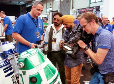 R4-CE2 steals the show and the interview in the R2-D2 Builders' area. Photo by Dietmar Sturgholz.