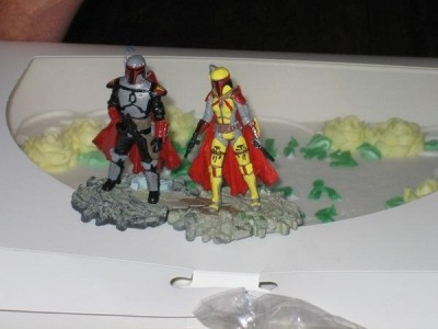Mandalorian Merc wedding-cake toppers.
