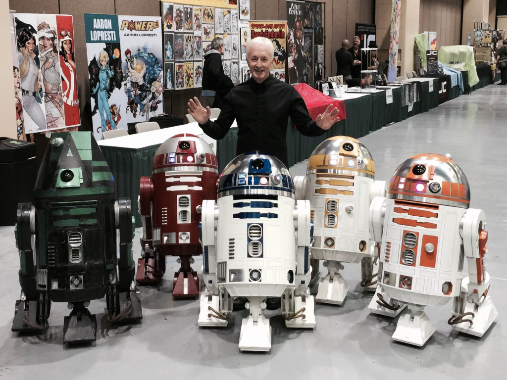 Anthony Daniels with astromech droids at Celebration