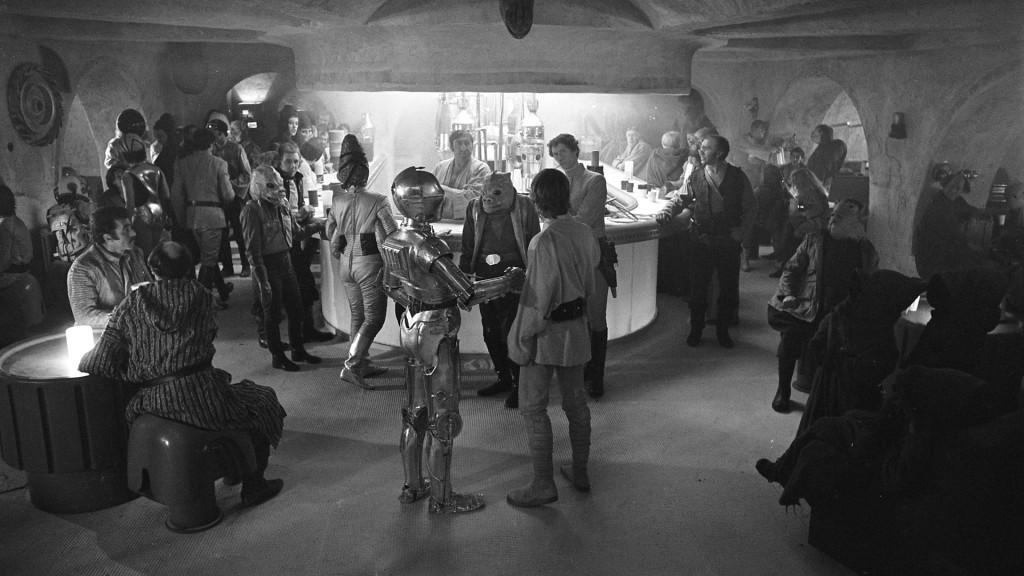 Luke and C-3PO at the cantina