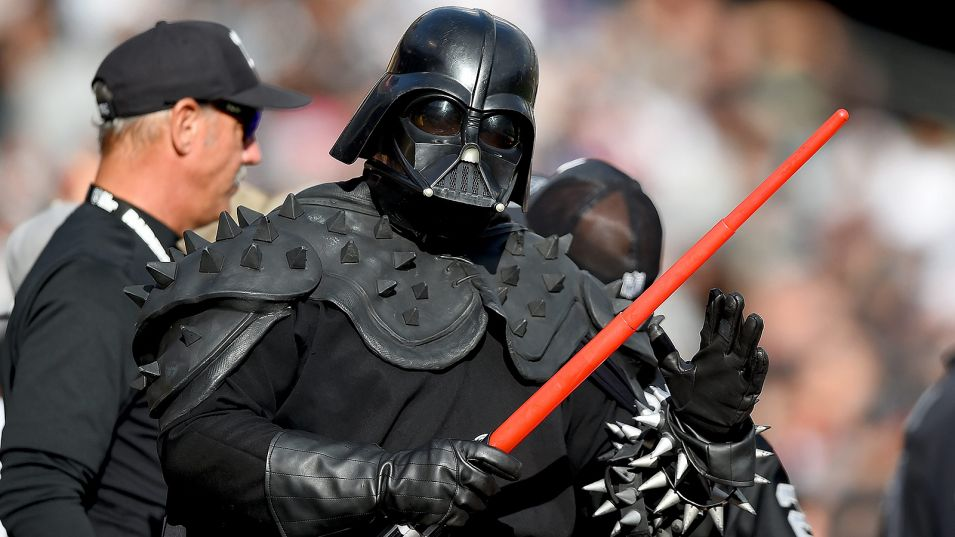 darth-vader-raiders-fan.vadapt.955.high.41