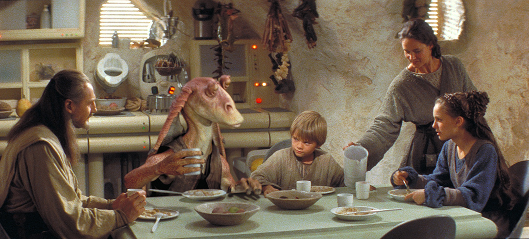 Episode I - Anakin, Padme, Qui-Gon, Jar Jar eating