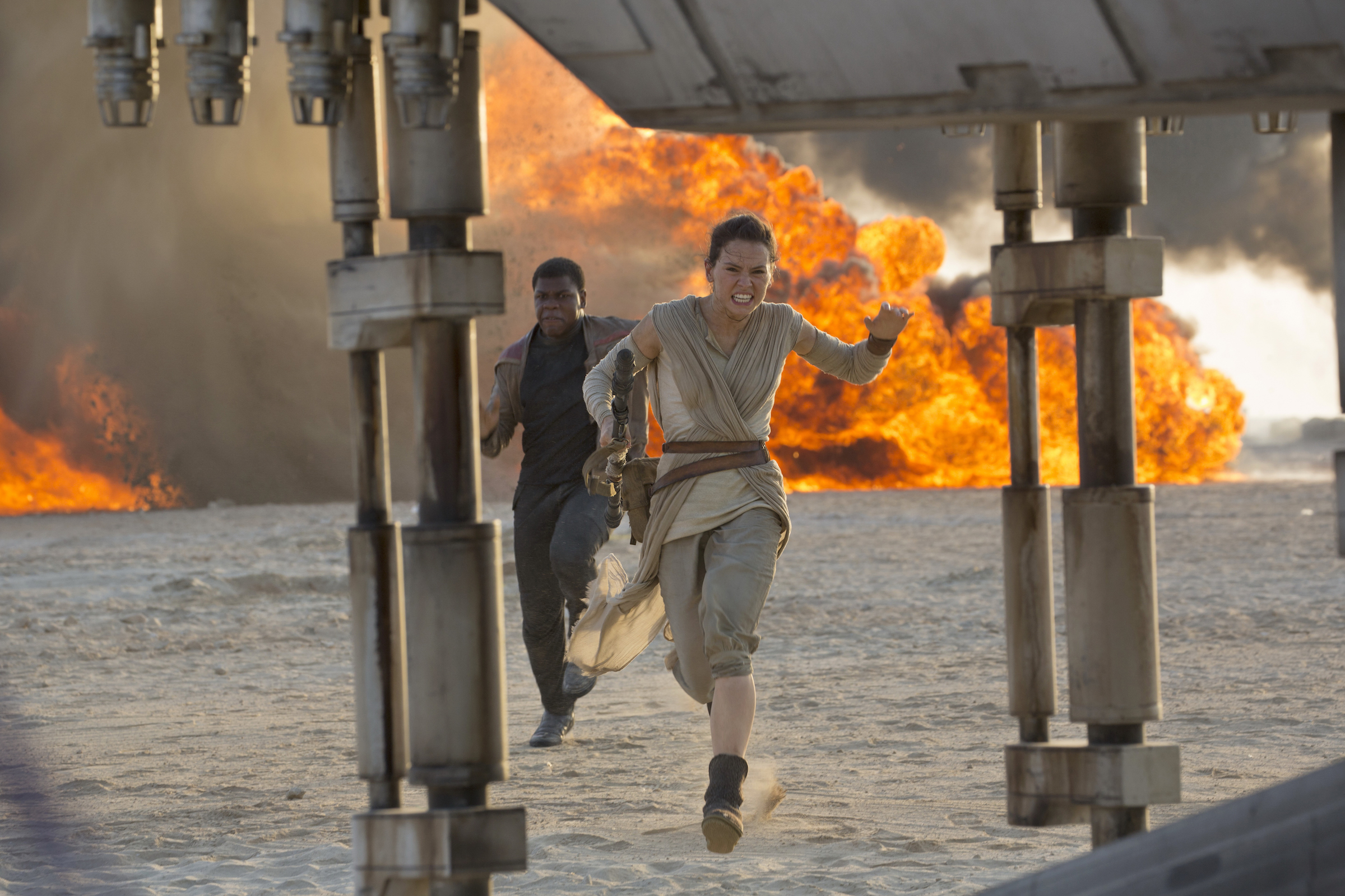 The Force Awakens - Rey and Finn on Jakku