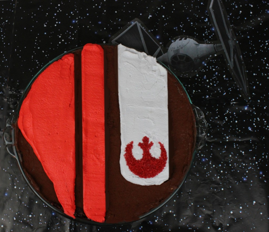 Pie styled after Poe Dameron's helmet