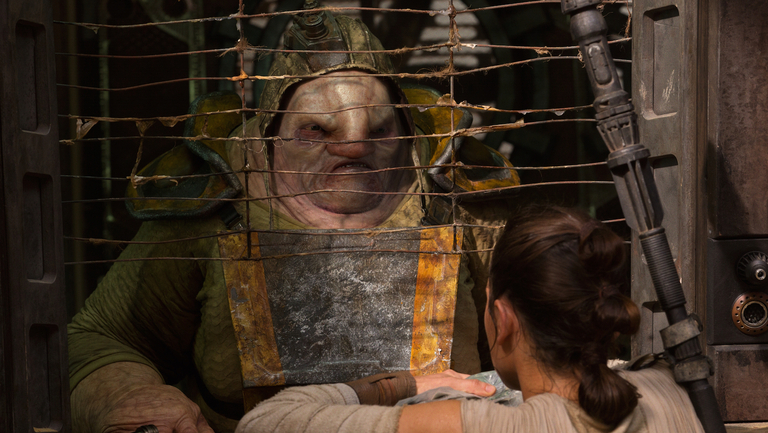 Rey receiving portions from Unkar Plutt