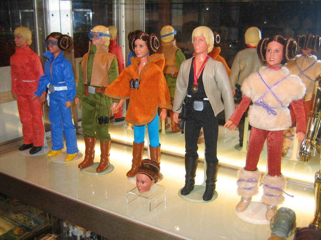 Kenner action figures depicting Luke Skywalker and Leia Organa in various outfits